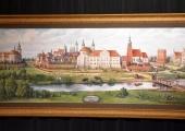Prezydent Miasta Krzysztof Chojniak podarował prezydentom Polski i Węgier obrazy autorstwa piotrkowskiego artysty Andrzeja Hoffmana nawiązujące do trybunalskiego grodu.