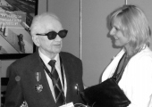 """Henryk Mąka podczas gali wręczenia medalu """"Gloria Artis"""". Źródło: www.24kurier.pl."""